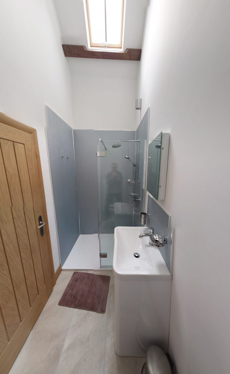 Pembrokeshire Holidays Rhostwarch bathroom