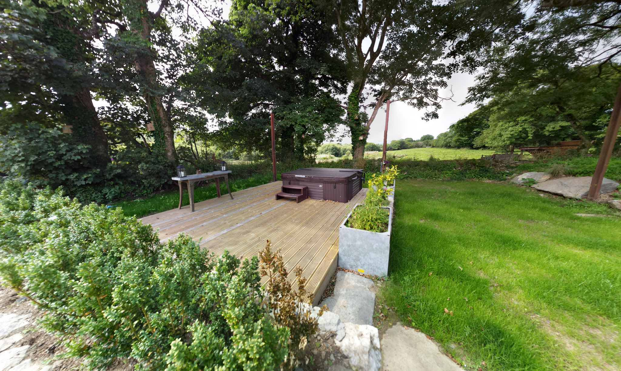 Pembrokeshire Hot Tub Holidays Rhostwarch bed and breakfast